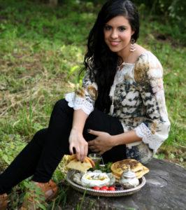 """כיפאח דסוקי, מחברת """"מטבח של שלום"""", ספר בישול טבעוני ערבי דו לשוני"""